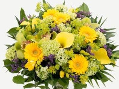 Bouquet di calle, gerbere, viburno,fresie, orchidee e verde decorativo