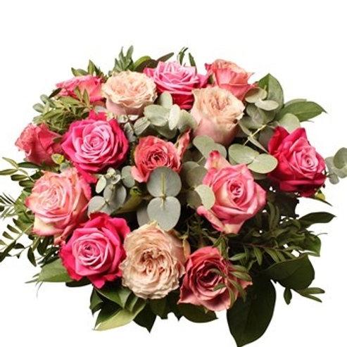 Bouquet di Rose in diversi toni di rosa con verde decorativo