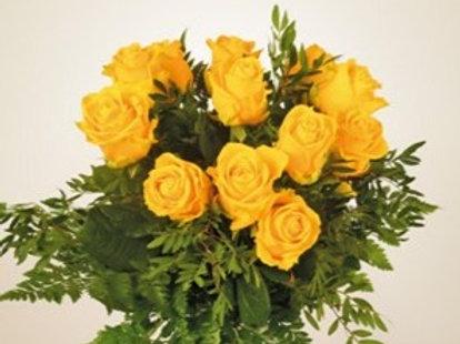 Bouquet di 12 rose gialle e verde decorativo
