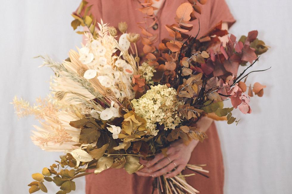 Blumenbouquet aus getrockneten Blumen