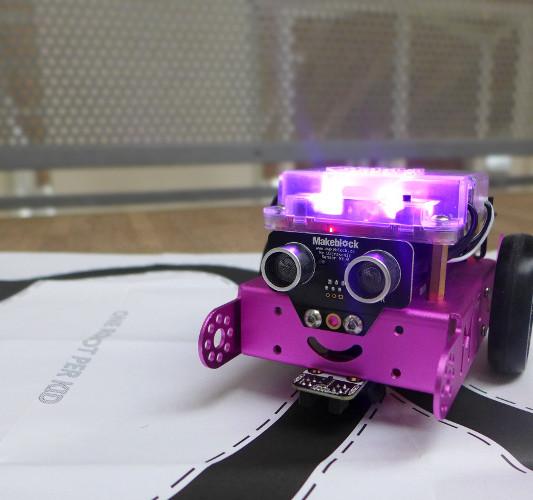 Leuchtender Roboter