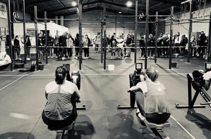 Compétition à CrossFit Genum, salle qui est proche d'Agen et Bon-Encontre. Deux adhérentes sur un ra