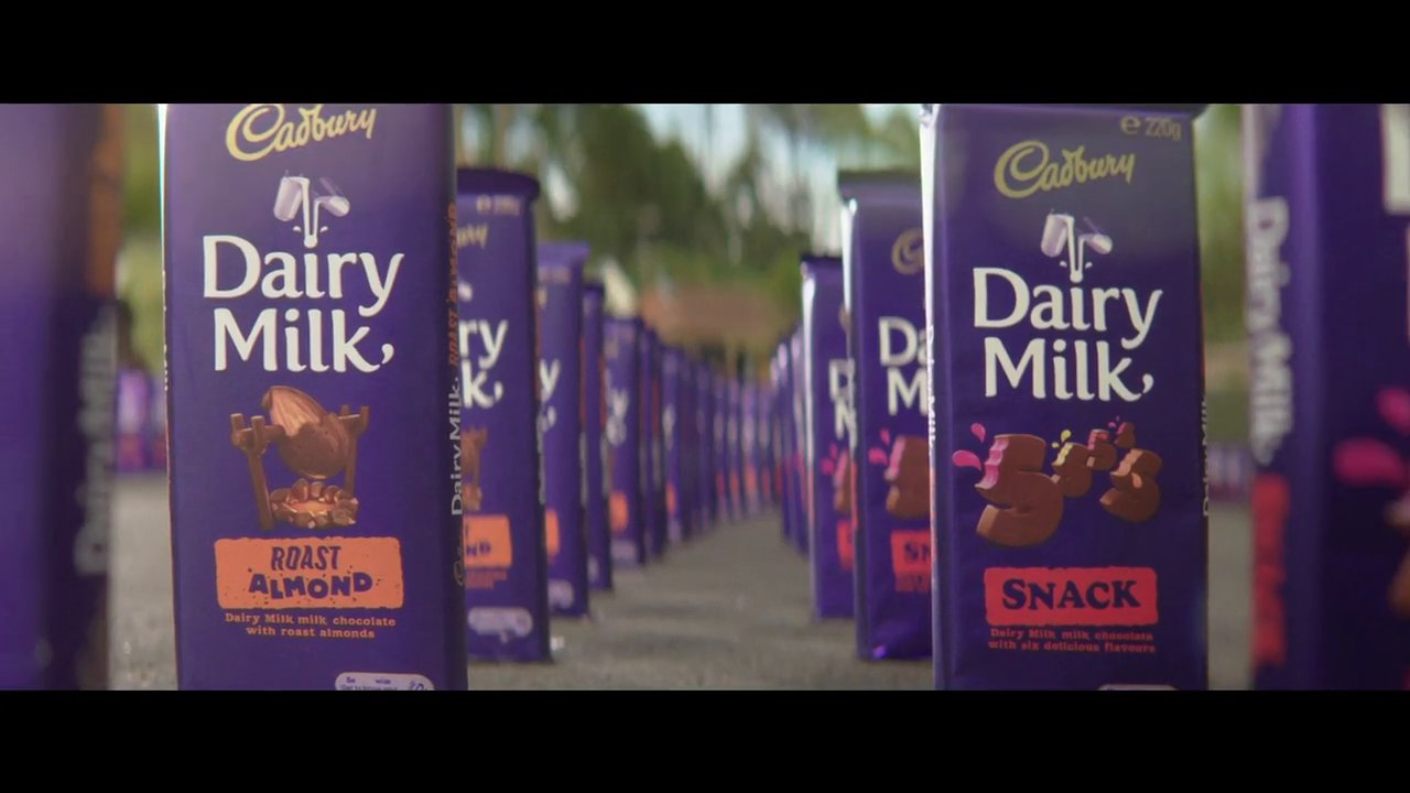 "CADBURY ""DOMINOS"""