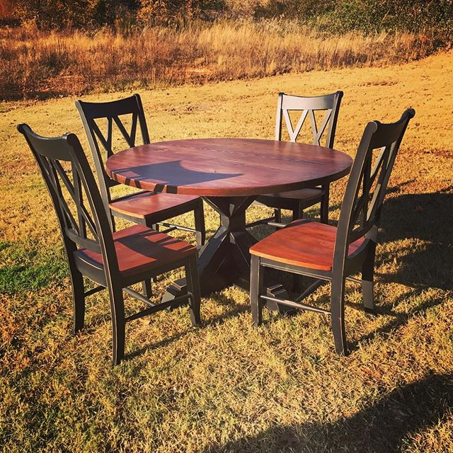 Round table all done! #farmhousetable #fixerupperstyle #farmhousestyle #likeforlike #fixerupper #pot