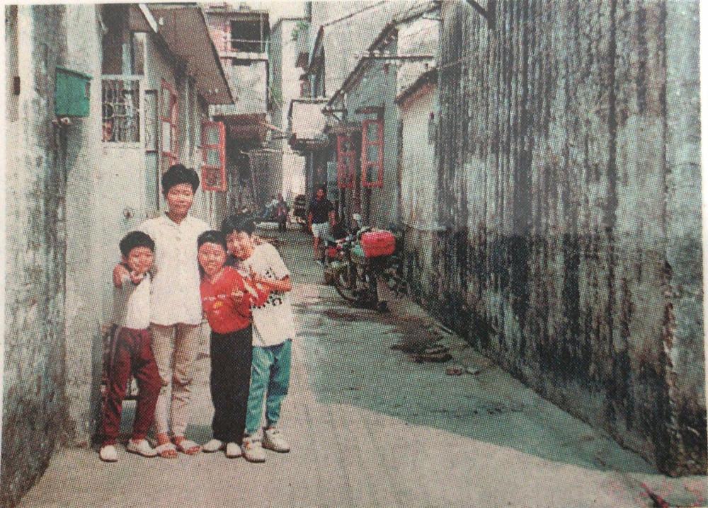 梁太的兒女小時候在這條街道幫路人線面練習技術。