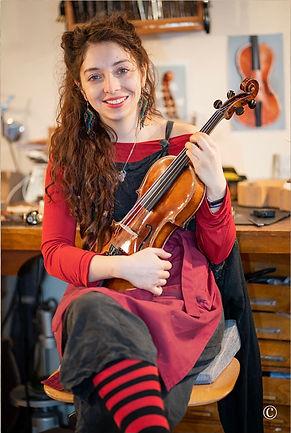 Geigenbauerin Pilar Campos Nunez