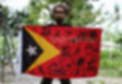 Art warning the World,Timor Leste - Benny Farga and his flag with the Klaus Guingand sentence inTetum.