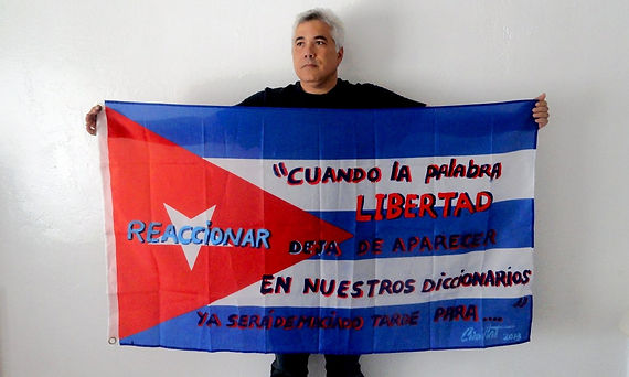 Art warning the world, Cuba - Ciro Quintana and his flag: 31,49 x 59 inches / Klaus Guingand sentence in Spanish / Black, red & blue paint / Signed