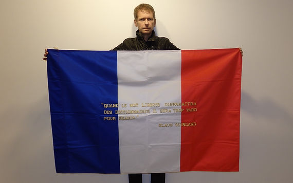 Art warning the world, France - Klaus Guingand and his flag:39,37 x 59 inches / Klaus Guingand Sentence in French / Gold 24K thread embroidered  / Signed