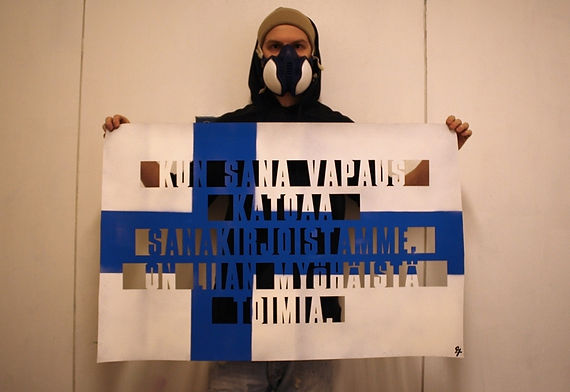 Art warning the World, Finland - Jussi TwoSeven and his flag with the Klaus Guingand sentence in Finnish / Cutting / Signed
