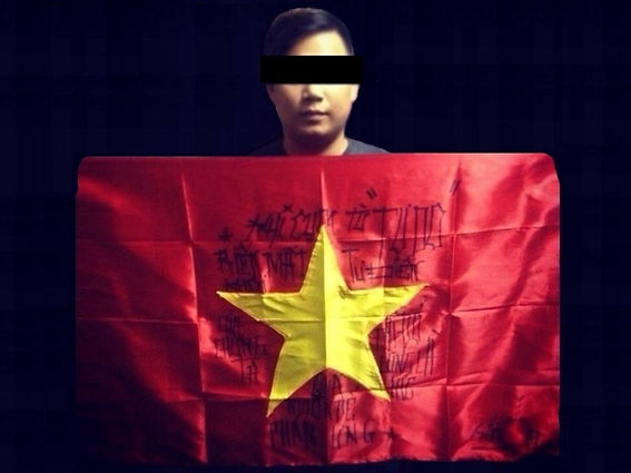 Art warning the World-Vietnam - Gấu Đen and his flag with the Klaus Guingand sentence in Vietnamese/Flag: 23 x 35,4 in. / Sentence black paint / Signed