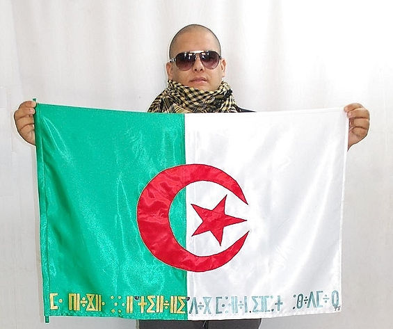 Art warning the World - Algeria - Abdel and his flag with the klaus Guingand sentence in Kabyle / Gold & green acrylic paint / Signed