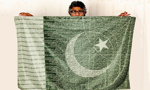 Art warning the World,Pakistan - R.M Naeem and his flag with the Klaus Guingand sentence in Urdu / Flag: 35,5 x 59 in./ Sentence white digital printing / Signed