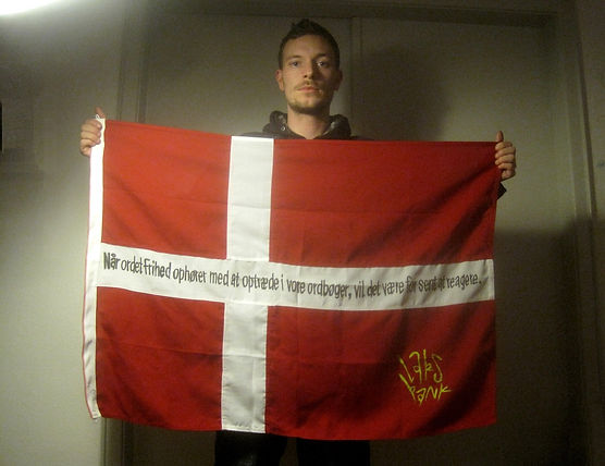 Art warning the world, Denmark - Lars Pank and his flag: 35,43 x 39,37 inches / Klaus Guingand sentence in Danish / Black paint / Signed