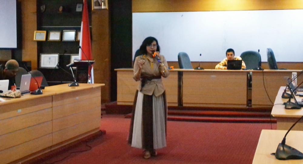 Nuning Kurniasih memberikan materi Easybib, Ms Words References Tools dan Similarity Software