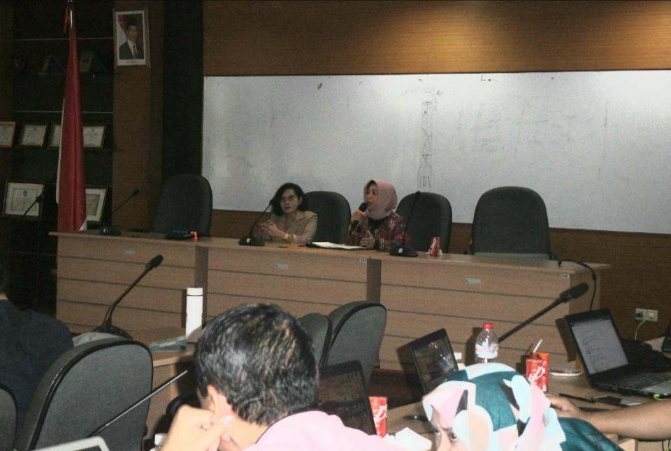 Dr. Tine Silvana mewakili Dekan Fikom Unpad Membuka Lecture Series Januari 2020