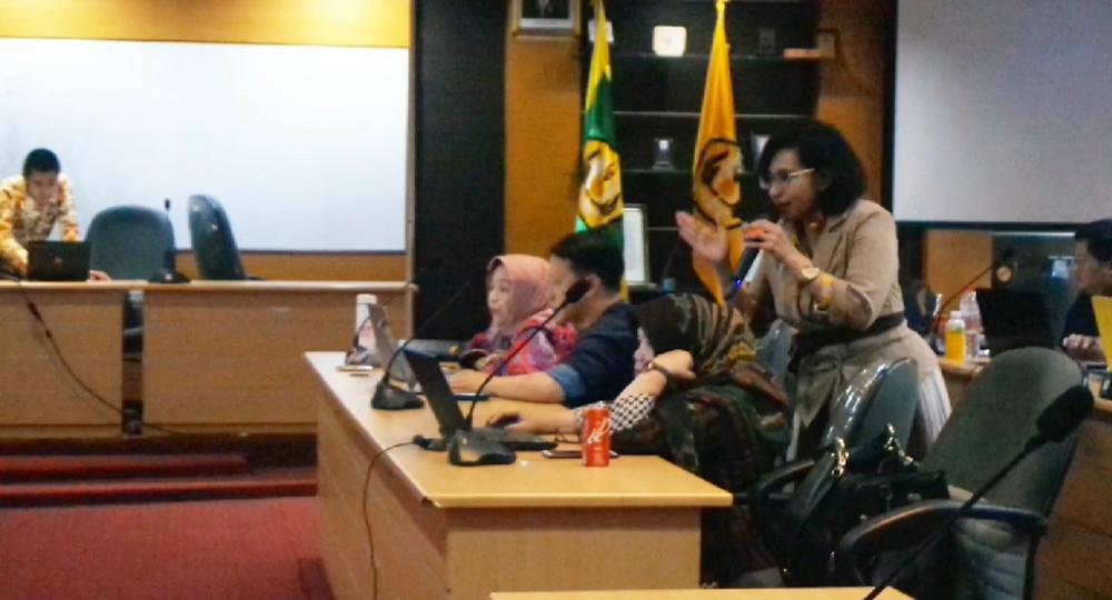 Praktek Manajemen Referensi dalam Lecture Series Lab CMC