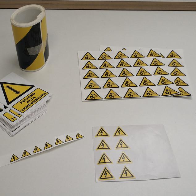 adhesivo riesgo pegatinas riesgo laboral