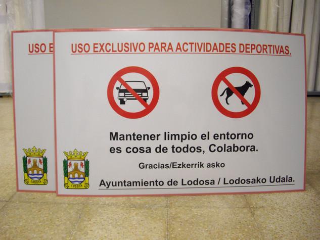 cartel prohibido cartel ayuntamiento