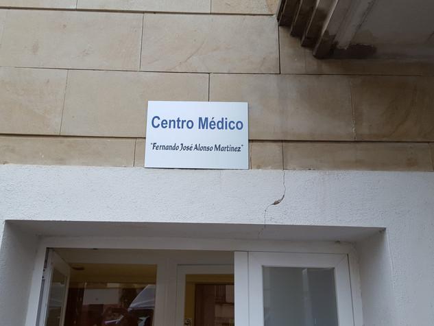 cartel centro médico placa centro médico
