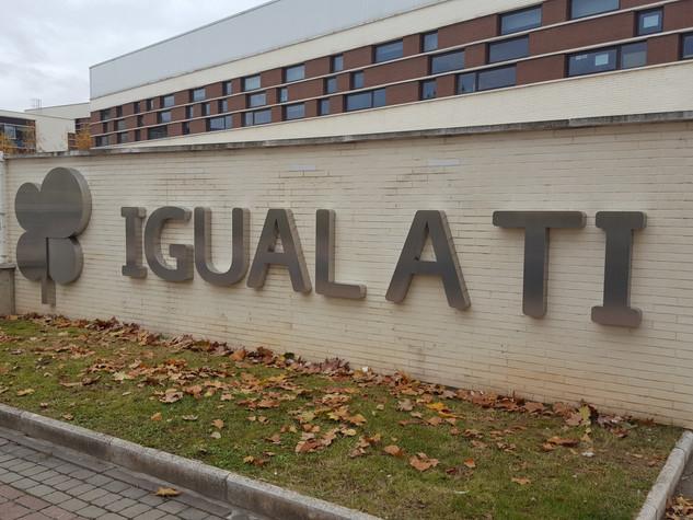 cartel asociación letras fachada