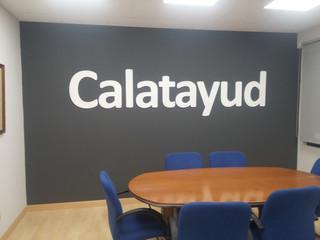 letras interior oficina