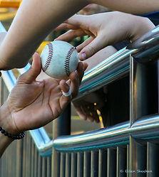 1 Baseball Changing hands 3L2A1305_edite