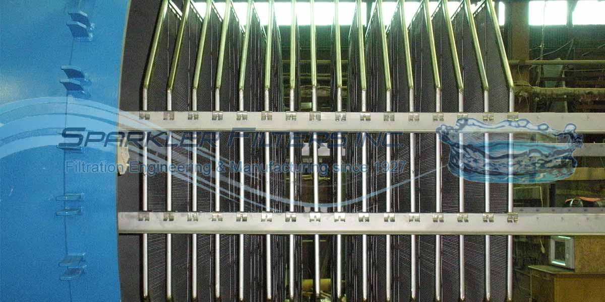 Vertical filter plates lined for maximum filter area