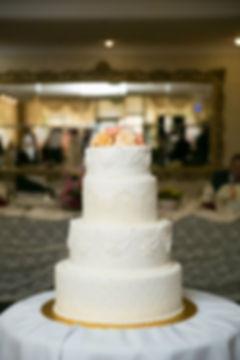 Tort de Mireasa alb cu dantela