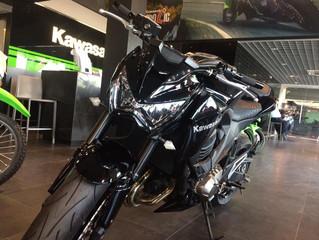 Z800 (2015) สีดำ