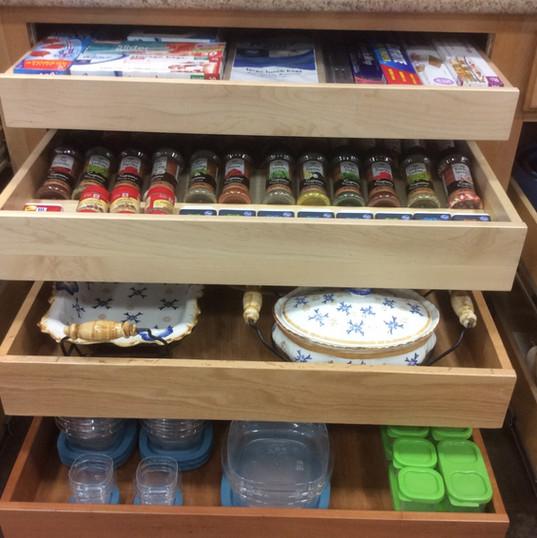 organized-kitchen-drawers.jpg
