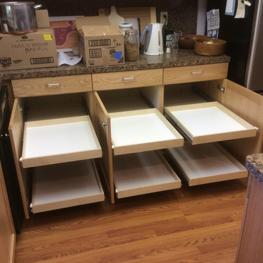 custom-pullout-cabinet-drawers.jpg