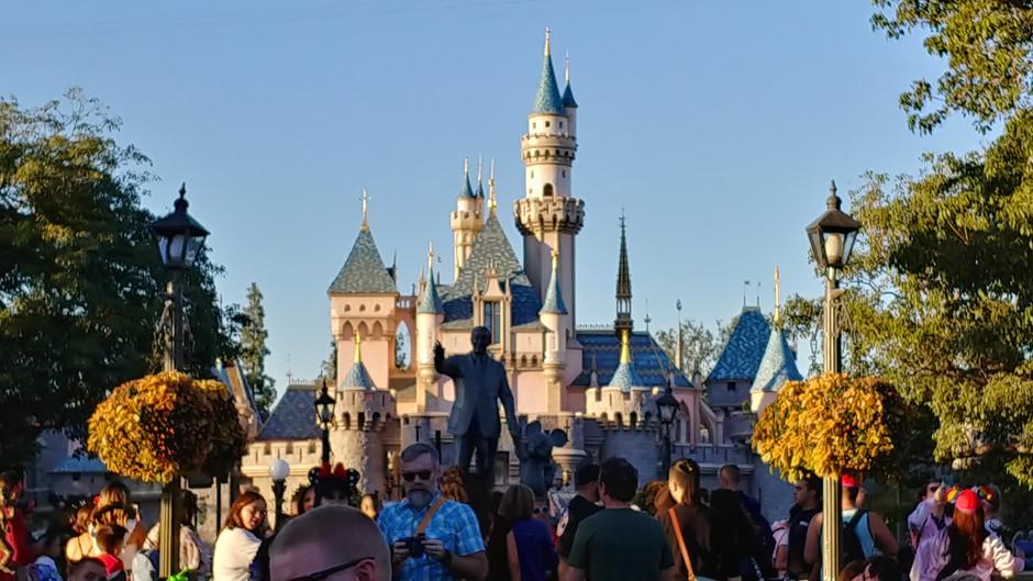 Episode 16 - Growing up Disney Fans