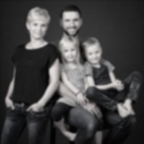 FOTOGRAF Mönchengladbach Viersen FAMILIENfotos BEWERBUNGSFOTOS BUSINESSFOTOS HEADSHOTS FOTOSTUDIO Portrait-Fotoshooting im QvL atmosphärisches Ambiente bei de FOTOGRAF FineArt PortraitPhotography