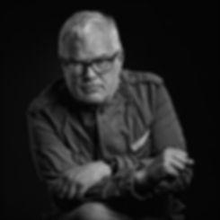 Eigenwillige Schwarz-Weiß Fotografie mit excellenter Lichtführung