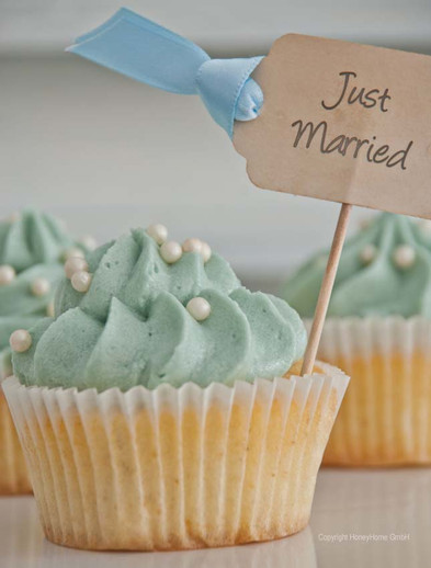 Vanilla Wedding Cupcake
