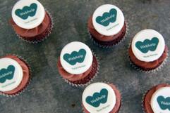 Logo auf Mini-Cupcake