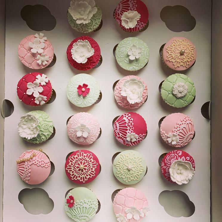 Mini Vintage Cupcakes