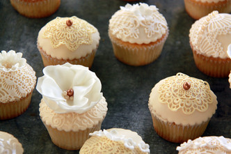 Vintage Cupcakes Ivory