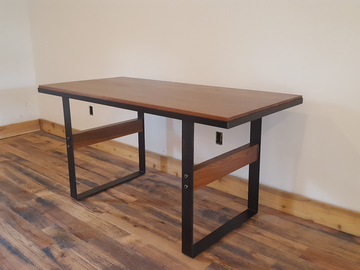 Wood/metal table