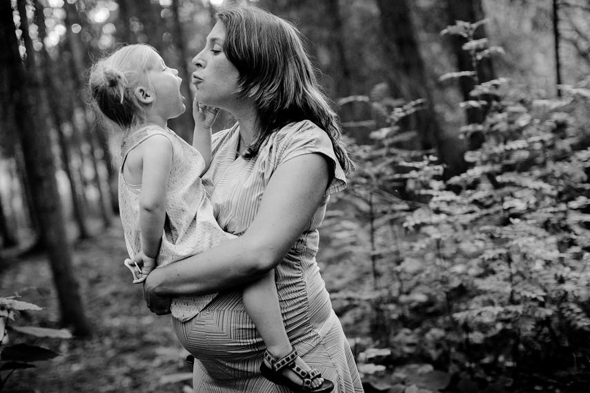 maternity-photography-edmonton.jpg