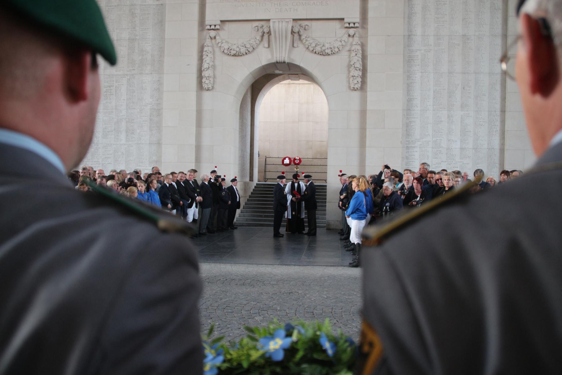 Dieses Zeremoniell findet in YPERN jeden Abend seit 1928 statt...