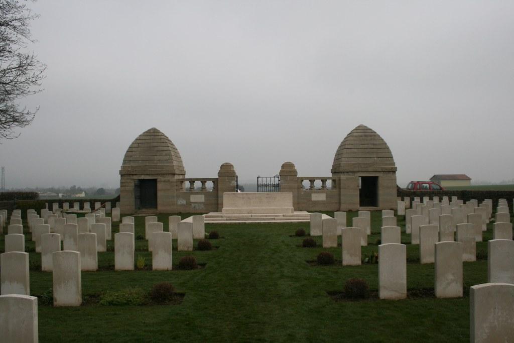 2. Akt: Englischer Friedhof in Ndzw