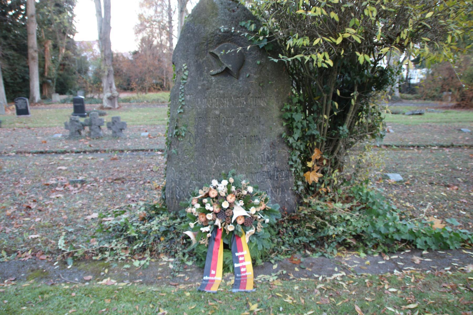 Anlässlich 100 Jahre Ende Erster Weltkrieg: Kranzniederlegung auf dem Militärfriedhof in KASSEL