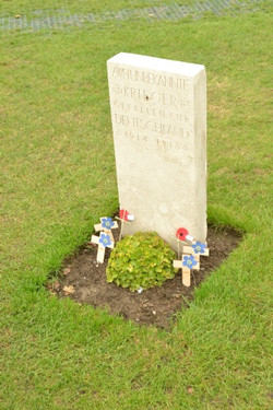 Grabsteine der deustchen Gefalllenen auf dem Tyne Cot Cemetery