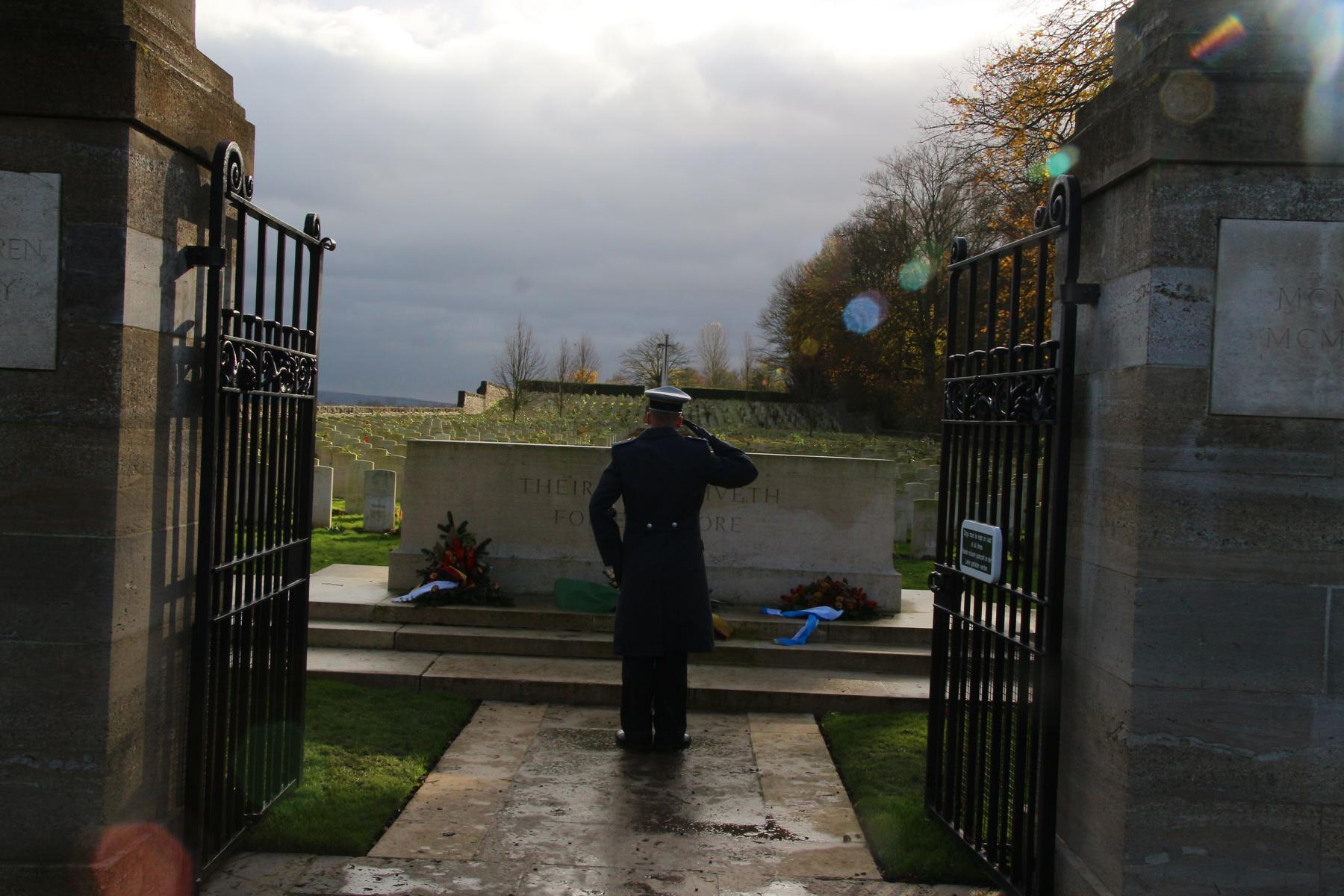 Ehrenbezeugung auf dem Niederzwehren Cemetery