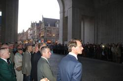 Blick in die Stadt YPERn mit zahlreichen Zuschauern