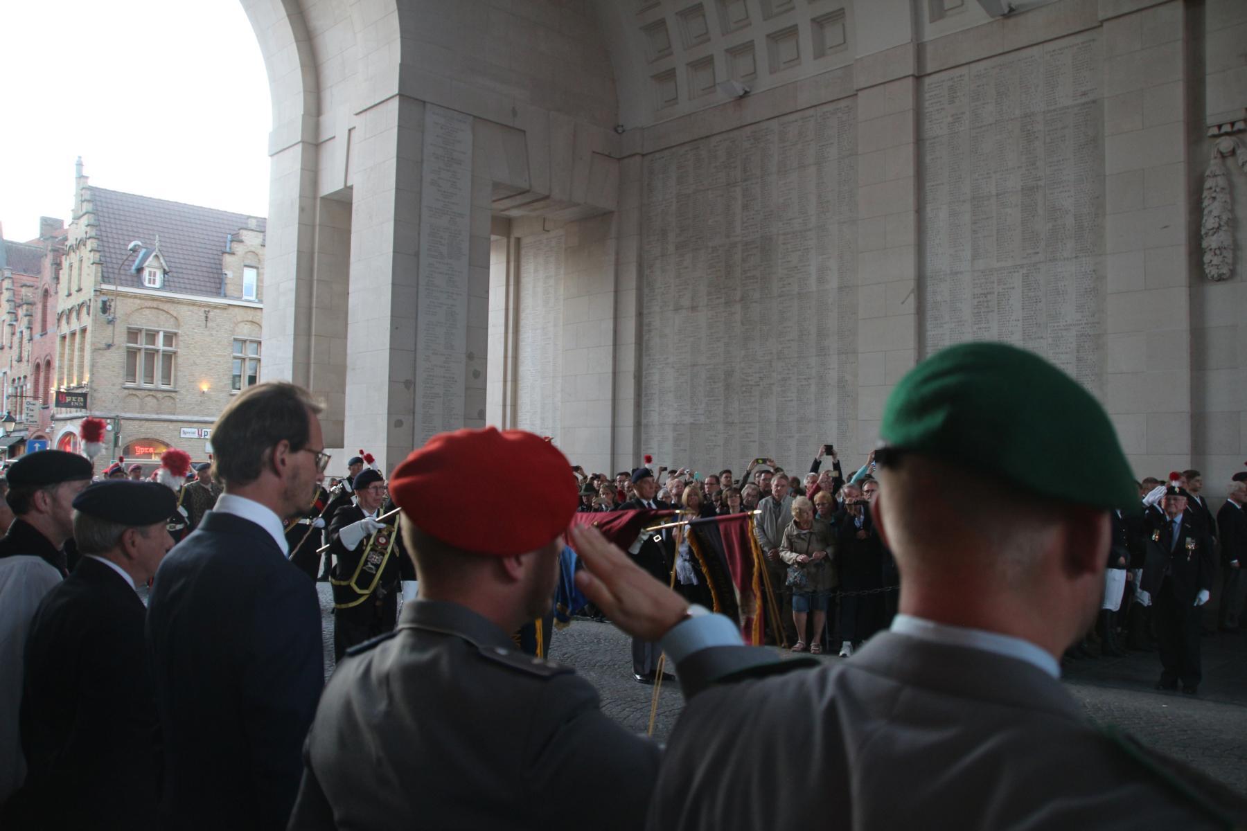...Großbritanniens und der Commonwealth-Staaten in Flandern erinnern.
