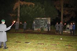 Ehrenposten der RK Kassel auf dem Niederzwehrener Friedhof