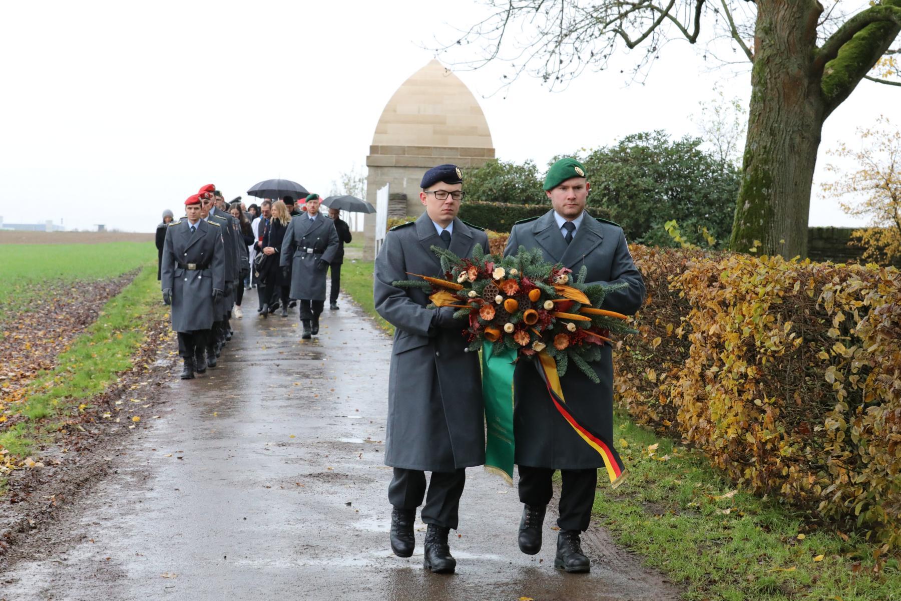 Auszug zum Russischen Friedhof in NIEDERZWEHREN